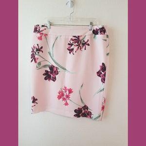 Nine West Pink Floral Skirt Size 16